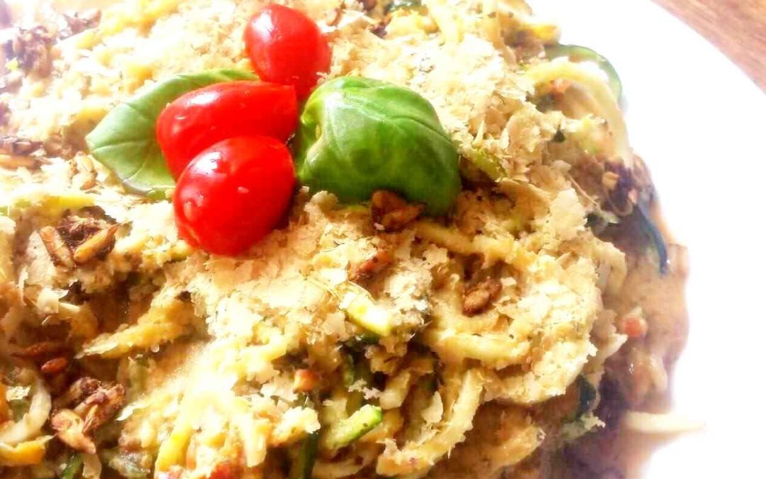 Raw Dag 7: Rauwe veganistische Pasta Bolognese met parmezaanse kaas